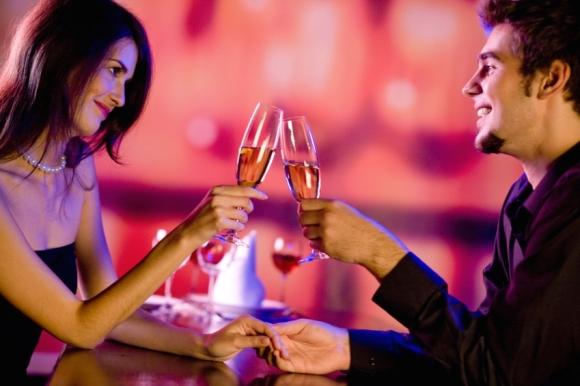 restaurant-promotion-valentines-day-couple