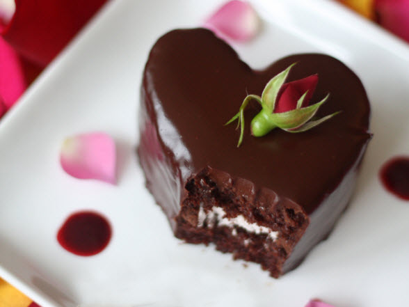 restaurant-promotion-valentines-day-cake