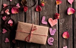 restaurant-promotion-valentines-day-gift-ideas-wrap