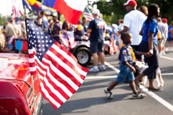 4th of July Restaurant Promotions Ideas parade
