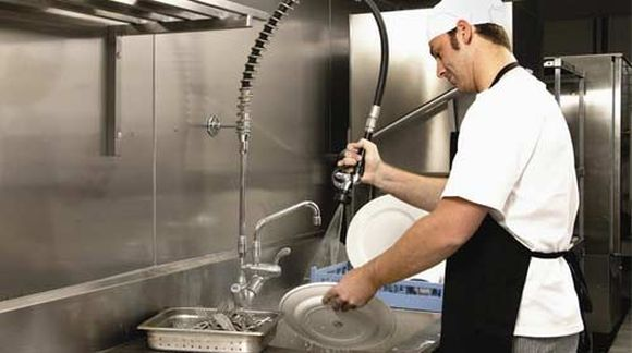 How To Manage Small Restaurant Business Dishwasher