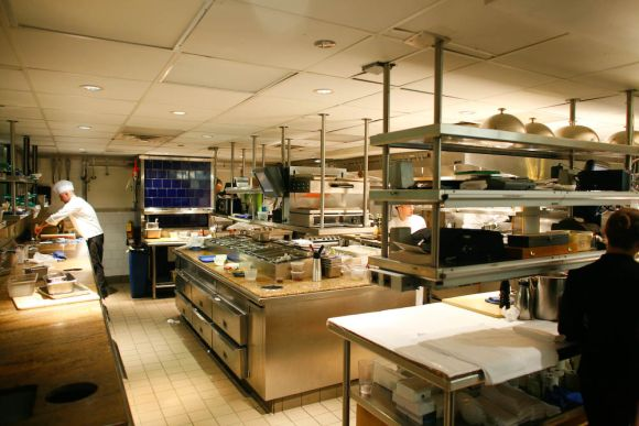 The complete guide to restaurant kitchen design pos sector for Best commercial kitchen designs